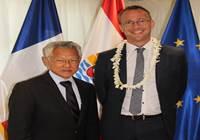 M. Christophe DESCHAMPS, directeur de cabinet du Haut-commissaire, reçu par M. Gaston TONG SANG