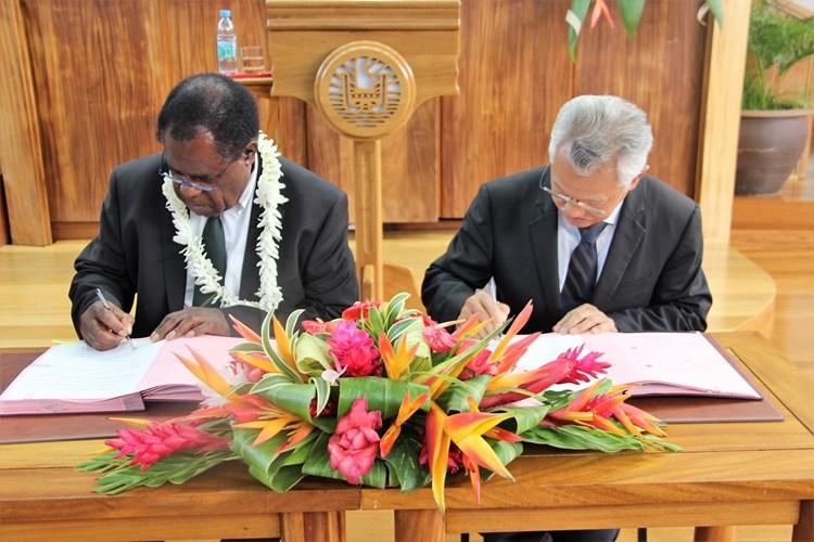 Signature d'une convention de partenariat entre le Parlement du Vanuatu et l'assemblée de la Polynésie française