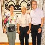 M. Gaston TONG SANG reçoit M. Philippe SCHMIT et Mme Brigitte BARIOL-MATHAIS