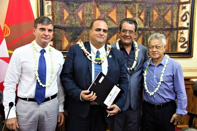 Signature d'une convention de partenariat entre la Polynésie française et Wallis et Futuna en présence du président de l'assemblée