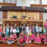 Quatre classes de l'école Tiapa découvrent l'assemblée de la Polynésie française