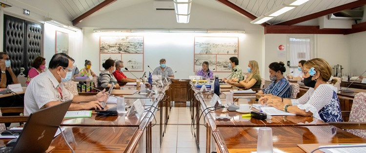 Le débat d'orientation budgétaire présenté à la commission de l'économie, des finances,  des finances, du budget et de la fonction publique