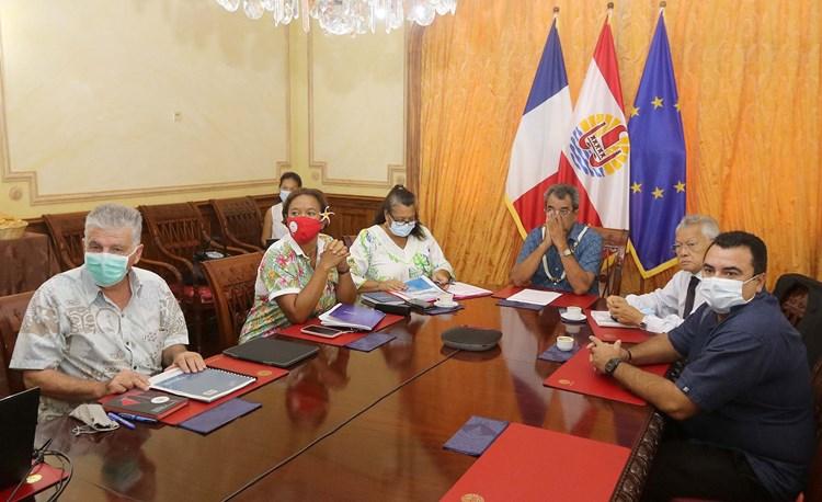 Le président Gaston TONG SANG participe à la réunion de la commission consultative du suivi des conséquences des essais nucléaires