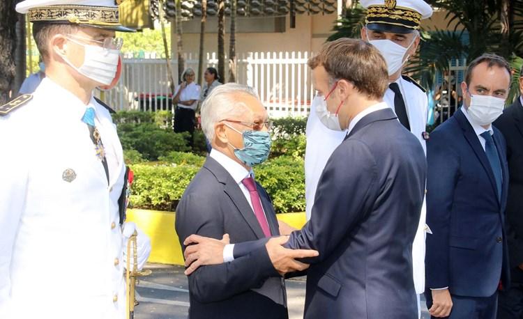 Hommage du Chef de l'Etat aux morts pour la France en présence des élus de l'assemblée
