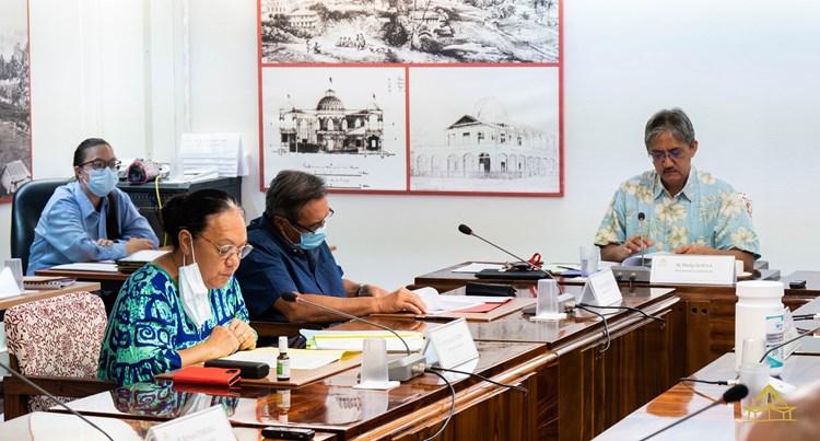 Une demande d'avis étudiée par la commission des institutions