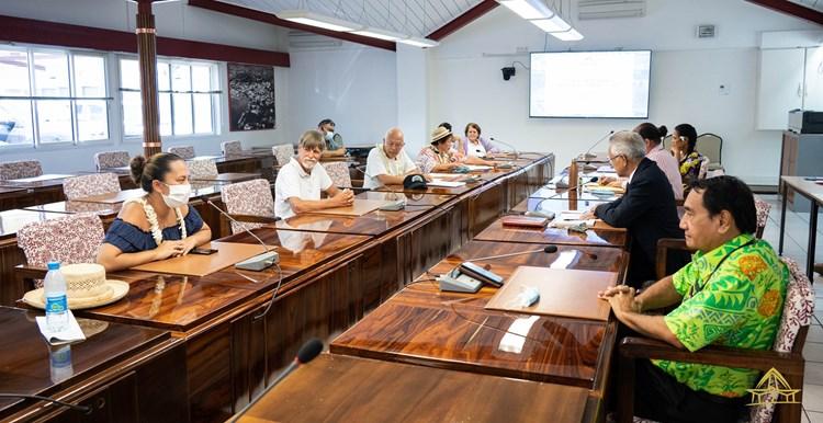 Le président de l'institution et les présidents des groupes politique à l'assemblée de la Polynésie française ont rencontré les représentants des collectifs venus manifester place Taraho'i